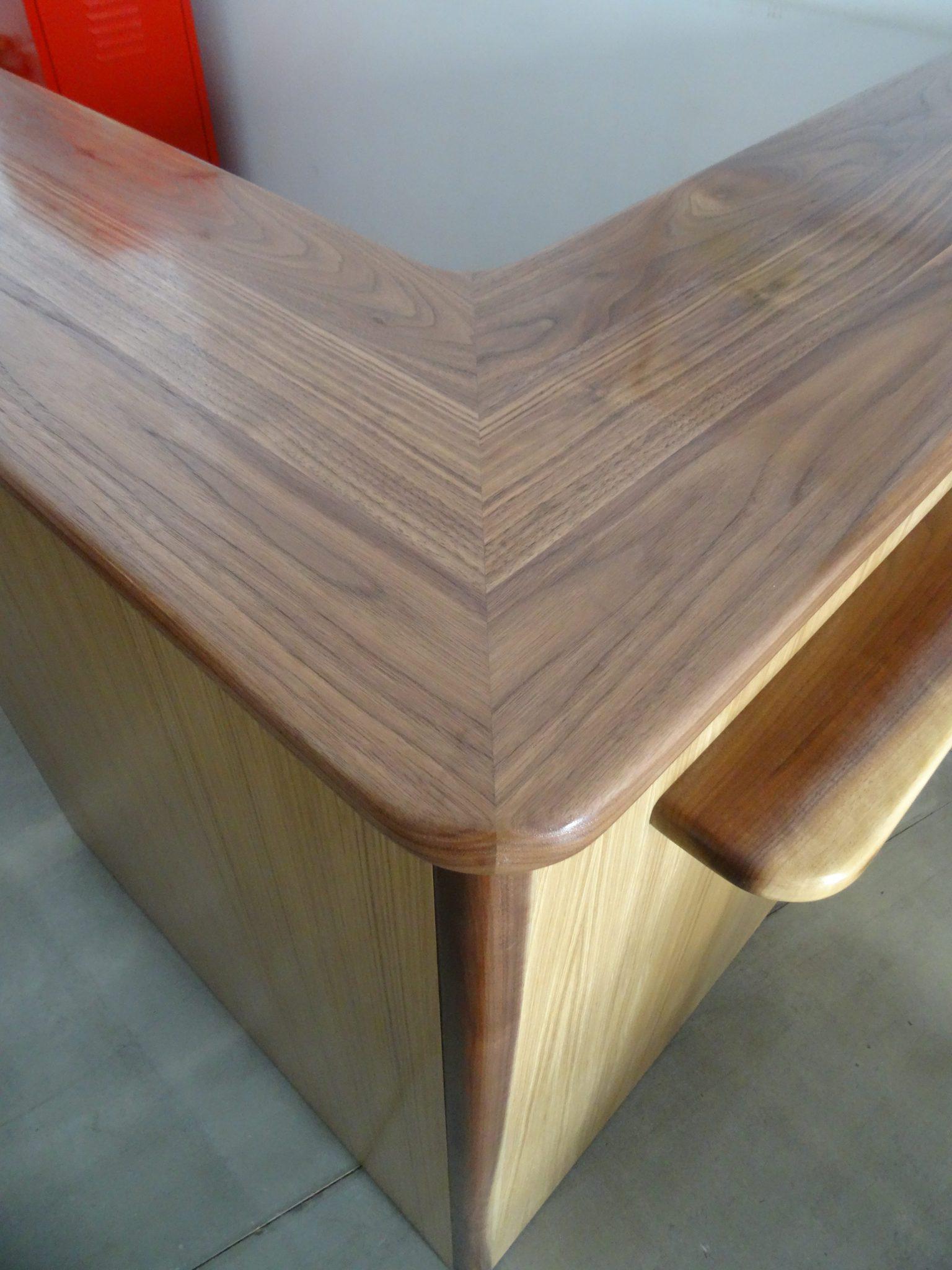 Balcão de Atendimento - Comptoir en bois