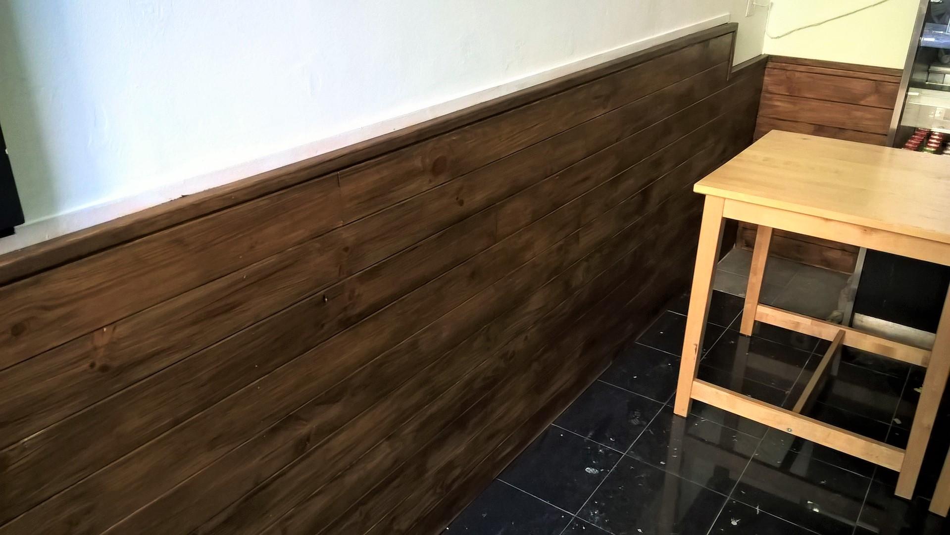 Letreiro e interiores em madeira para café - Signalétique et intérieur en bois pour café