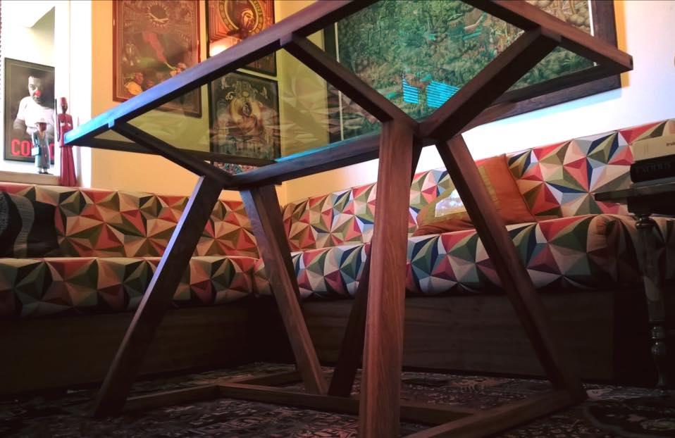 Mesa de centro em mogno e vidro - Table basse vitrée en acajou