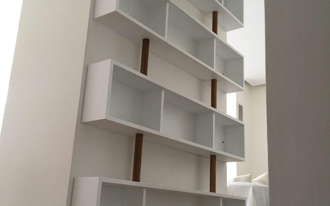 Bibliothèque en valchromat et chêne massif