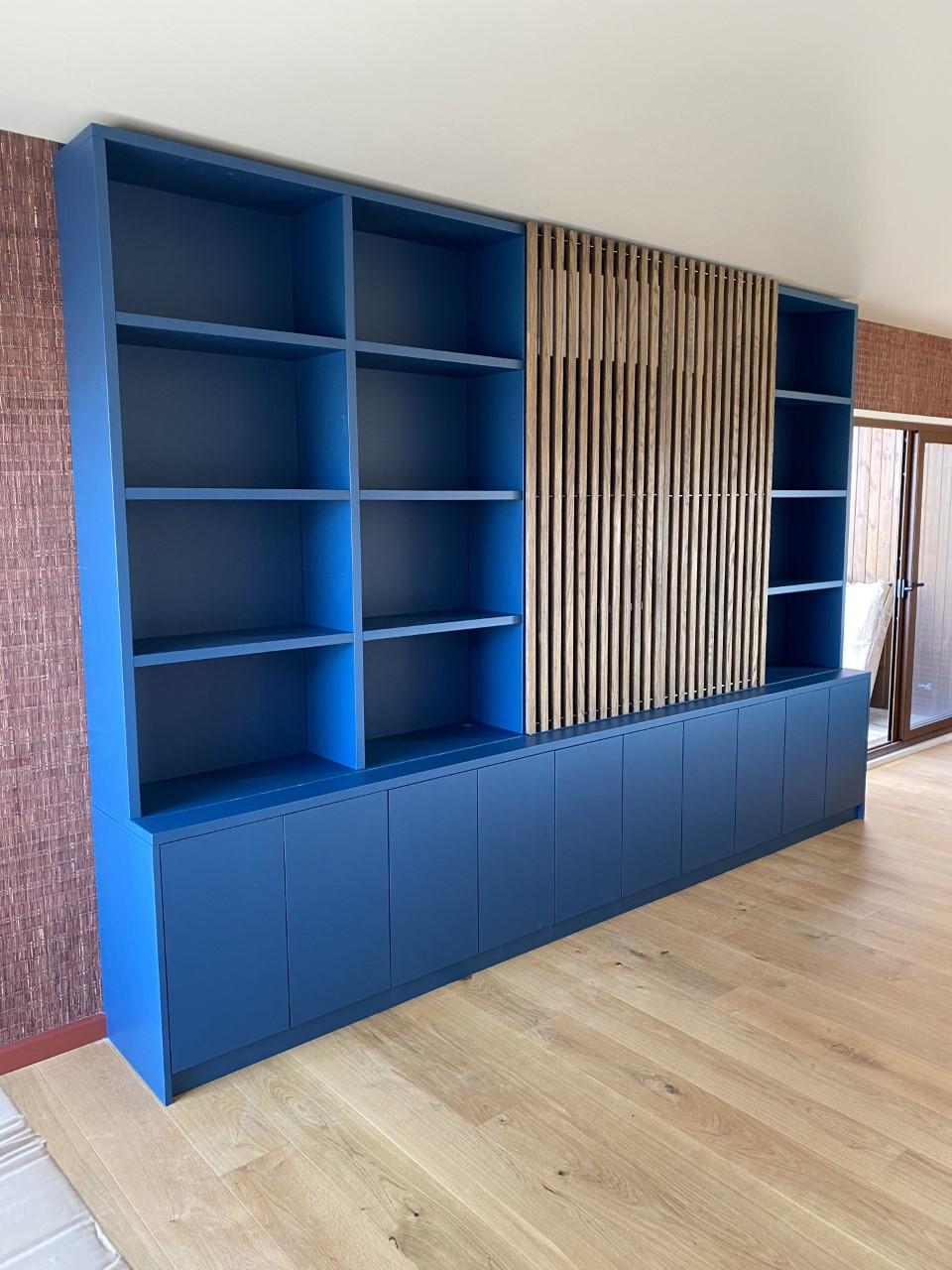 estante azul